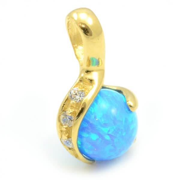 Prívesok zo žltého zlata s prírodným modrým opálom 8 mm a troma zirkónmi.